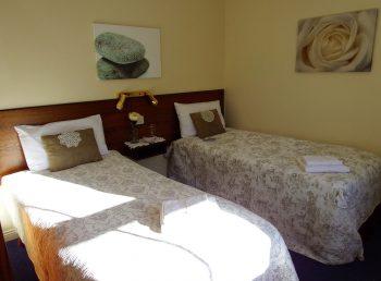 Wanderlust Irland Pondlodge Cottages Schlafzimmer