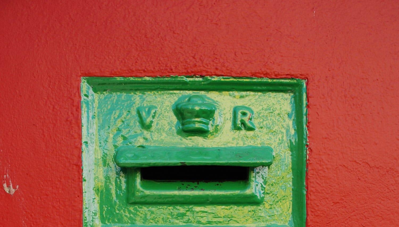 Wanderlust Irland Newsletter Briefkasten rot grün
